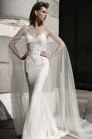 small_large_wedding-dress-with-cape-2016-trend-fustany-8